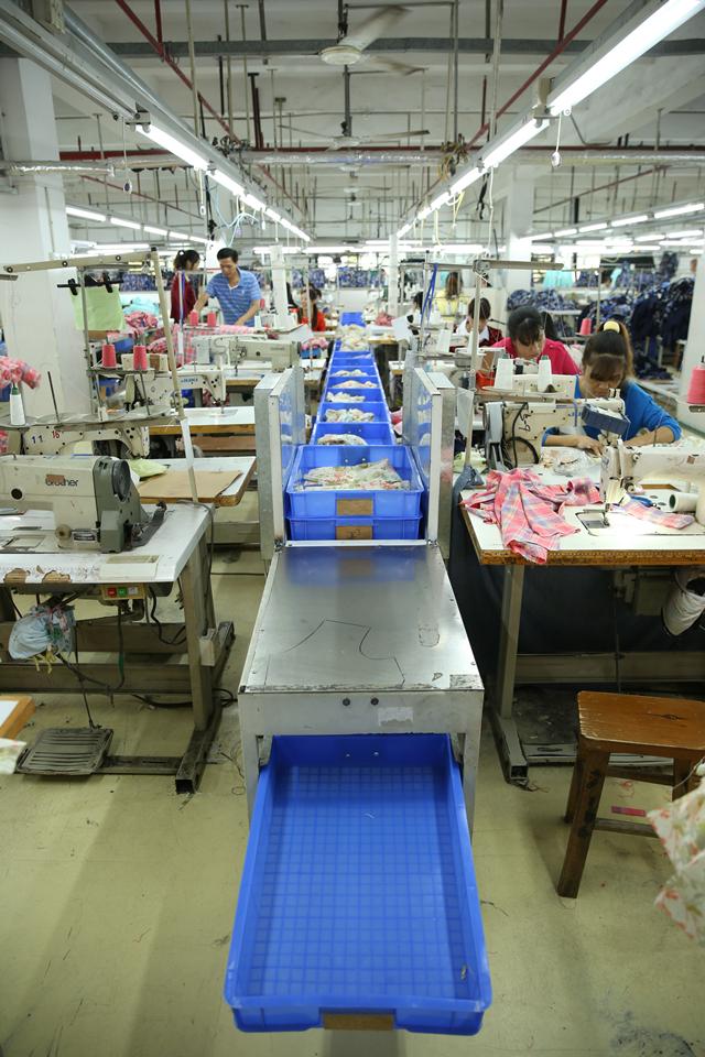 """探访深圳南油产业带的服装巨头 服装产品""""出厂记""""2.png"""