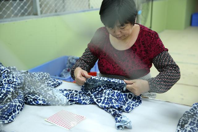 """探访深圳南油产业带的服装巨头 服装产品""""出厂记""""4.png"""