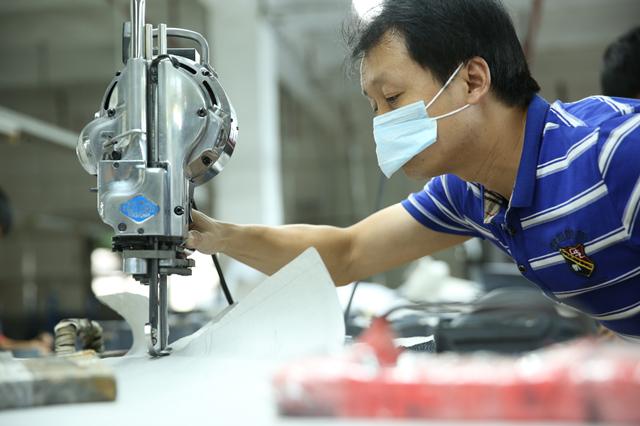"""探访深圳南油产业带的服装巨头 服装产品""""出厂记""""8.png"""