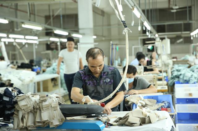 """探访深圳南油产业带的服装巨头 服装产品""""出厂记""""3.png"""